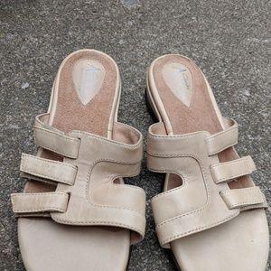 NWOT Clarks Artisan Beige Leather Sandals Size 6.5